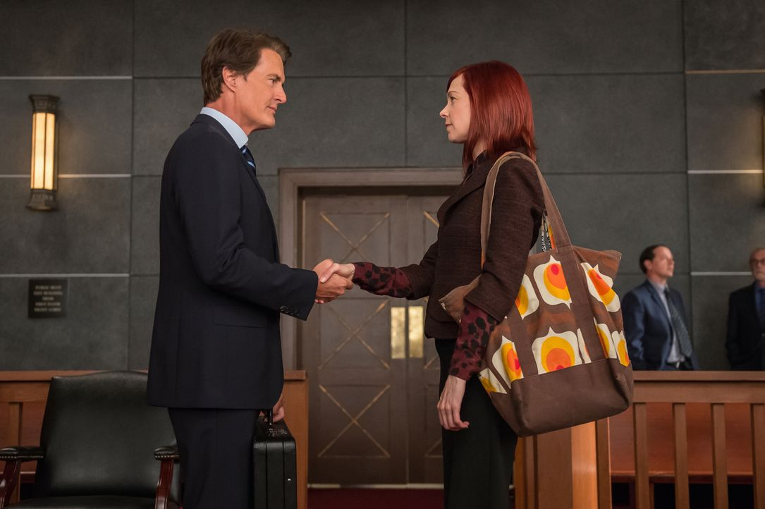 Staatsanwalt Josh Perotti (Kyle MacLachlan, l.) wirft den Klienten von Alicia und Elsbeth (Carrie Preston, r.) Plagiat vor. Doch ihn und Elsbeth ver... - Bildquelle: Jeff Neumann 2014 CBS Broadcasting Inc. All Rights Reserved.