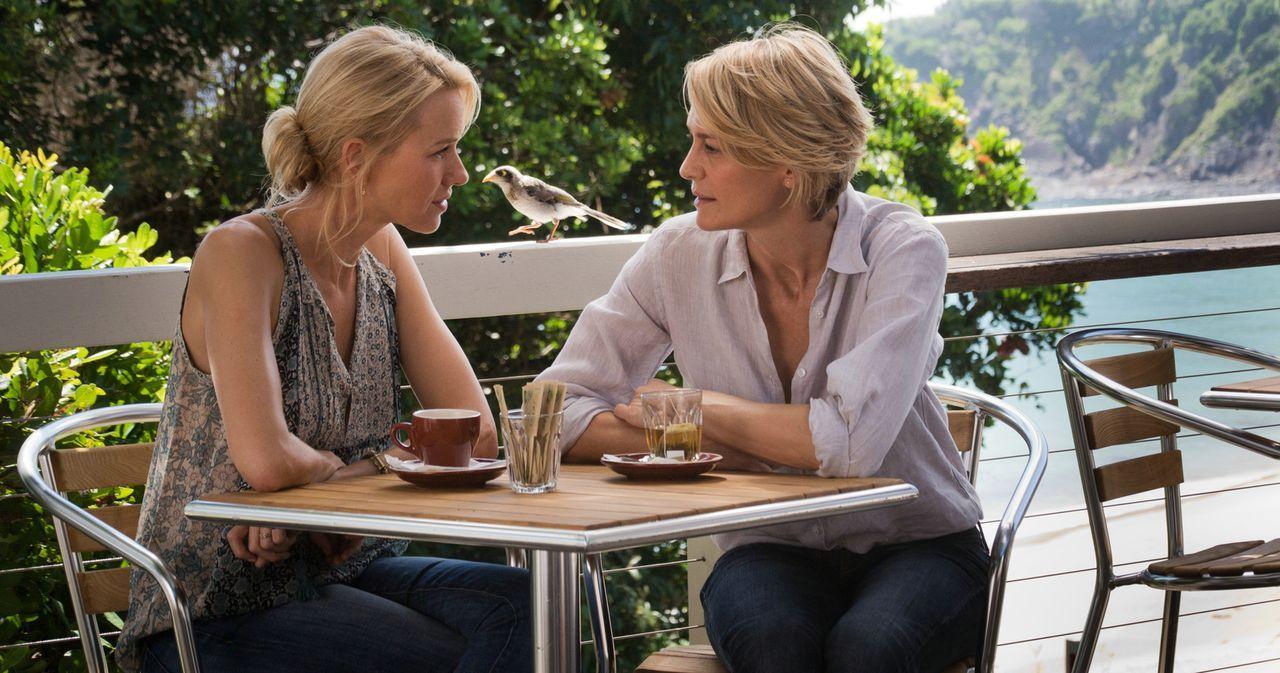 Die besten Freundinnen und Mütter Lil (Naomi Watts, l.) und Roz (Robin Wright, r.), müssen feststellen, dass sie sich in den Sohn der jeweils andere... - Bildquelle: 2013 Concorde Filmverleih GmbH