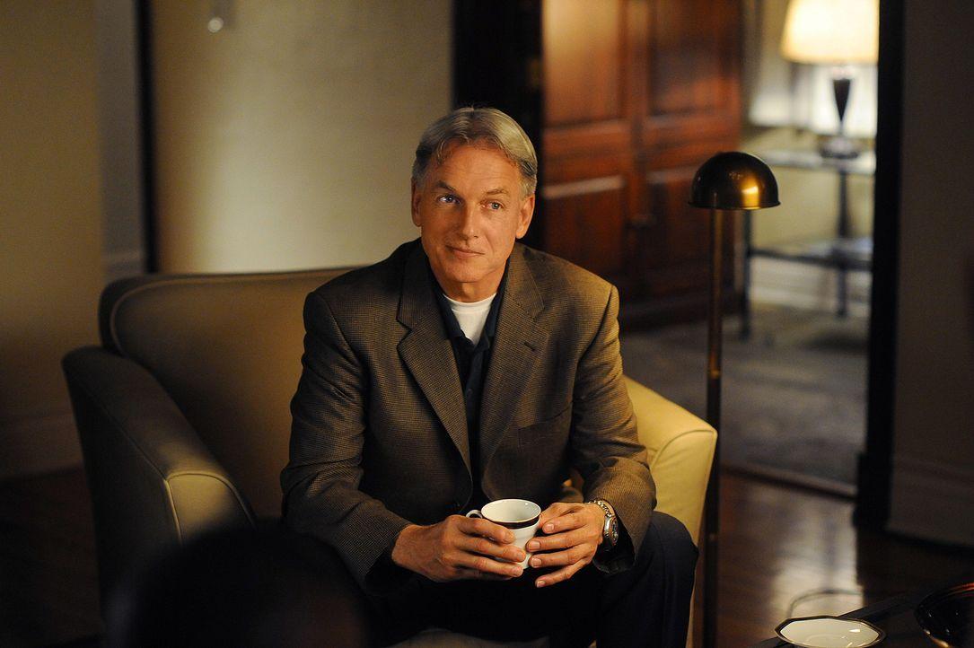 Da Gibbs (Mark Harmon) glaubt, dass Vance ihm etwas verschweigt, fährt er eines Abends zu Vances Privathaus und wird dort von dessen resoluter Frau... - Bildquelle: CBS Television