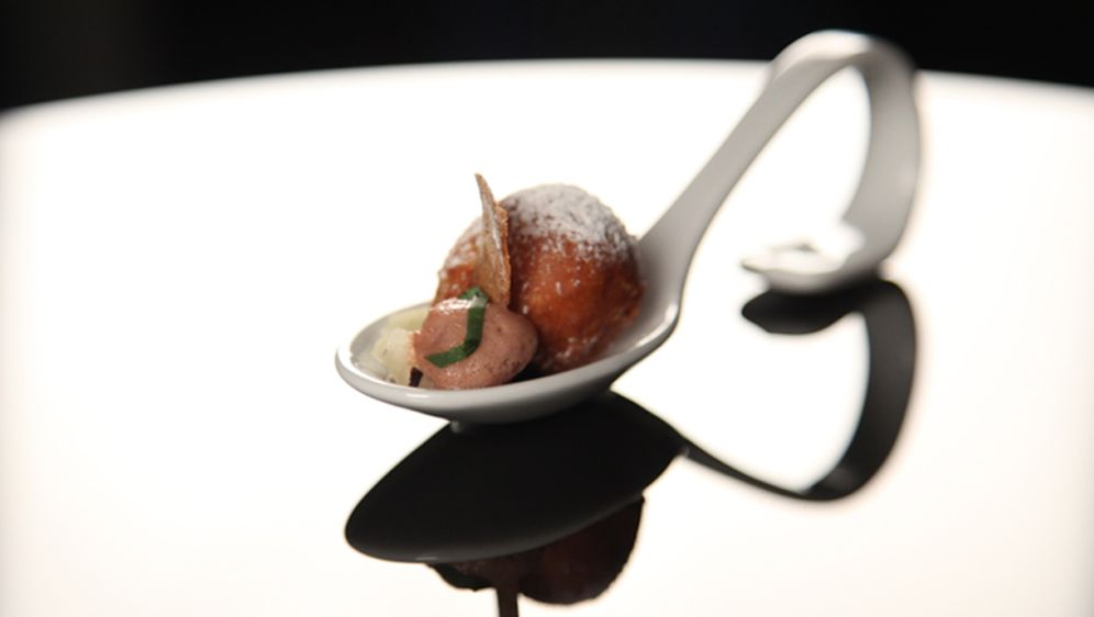 Apfelstrudel-Säckchen mit Apfelgel & Vanille-Mousseline