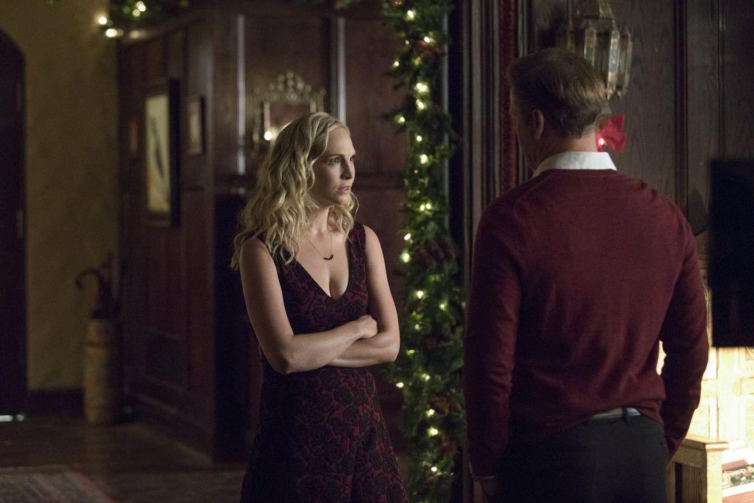 Noch ahnt Caroline (Candice King, l.) nicht, dass Stefan erneut einen Deal mit dem Teufel macht, der einiges verändern wird ... - Bildquelle: Warner Bros. Entertainment, Inc.