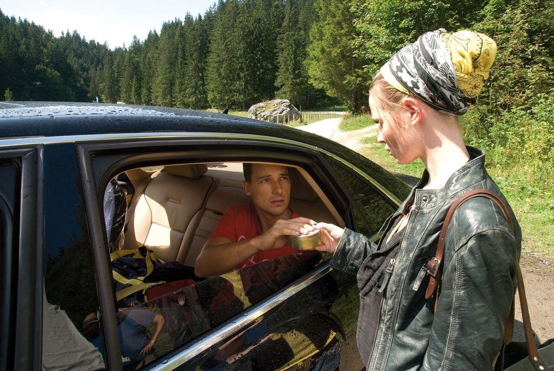 Nachdem seine Mutter gestorben ist, wird Vincent (Florian David Fitz, l.) von seinem Vater in ein Heim abgeschoben, weil er unter dem Tourette-Syndr... - Bildquelle: 2010 Constantin Film Verleih