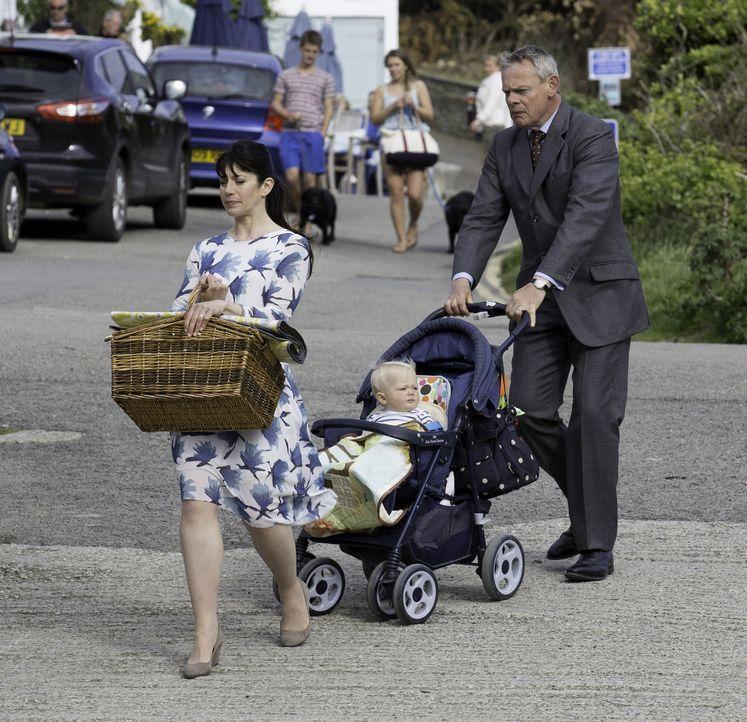 (7. Staffel) - Kriegen Louisa (Caroline Catz, l.) und Martin (Martin Clunes, r.) ihre Ehe noch auf die Reihe? - Bildquelle: Neil Genower IN LETZTER MINUTE