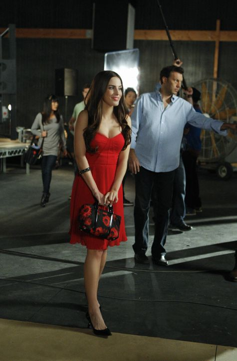 Steht Adrianna Tate-Duncans (Jessica Lowndes, l.) Reality-Show vor dem Aus? - Bildquelle: TM &   CBS Studios Inc. All Rights Reserved