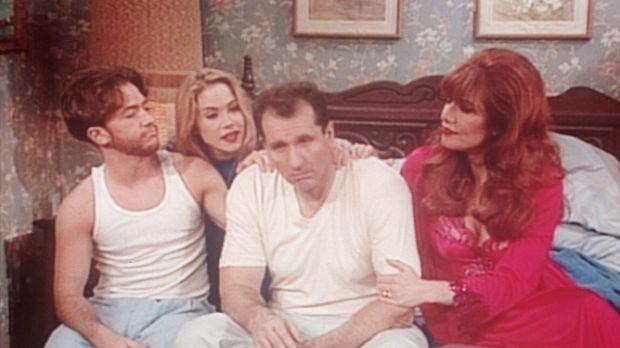 Bud (David Faustino, l.), Kelly (Christina Applegate, 2.v.l.) und Peggy (Kate...