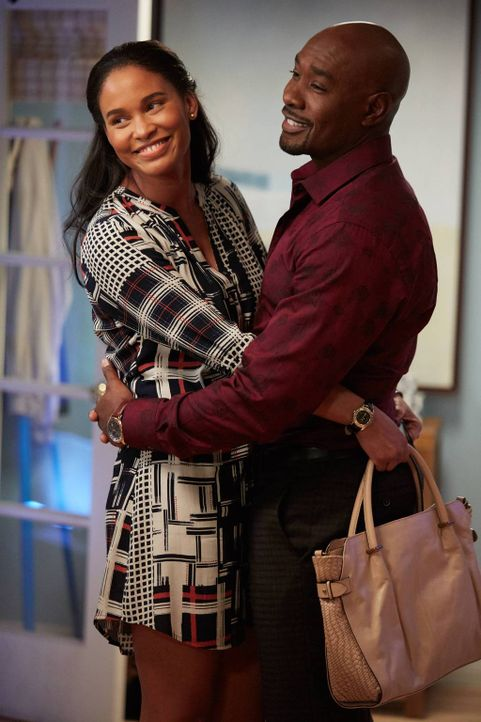 "Sind überglücklich, bis nach ihrem ""fehlenden Jahr"" gefragt wird: Erica (Joy Bryant, l.) und Rosewood (Morris Chestnut, r.) ... - Bildquelle: 2015-2016 Fox and its related entities.  All rights reserved."