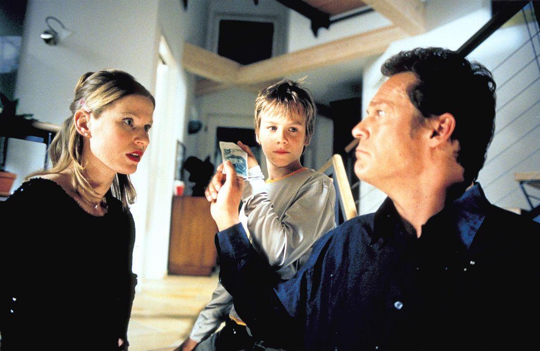Nach der Trennung von ihrem Gatten findet Ellie (Dörte Lyssewski, l.) Trost bei ihrem Zahnarzt (Christian Tramitz, r.). Da beschließt Sohnemann Frid... - Bildquelle: Rolf von der Heydt ProSieben