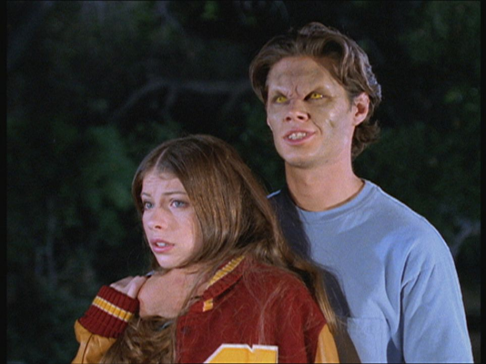 Dawn (Michelle Trachtenberg, l.) sitzt in einer Falle: Sie hat sich in Justin (Kavan Reece, r.) verliebt, der aber ein Vampir ist. - Bildquelle: TM +   Twentieth Century Fox Film Corporation. All Rights Reserved.