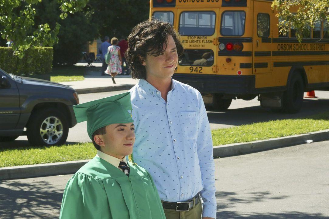 Brick (Atticus Shaffer, l.); Axl (Charlie McDermott, r.) - Bildquelle: Warner Brothers