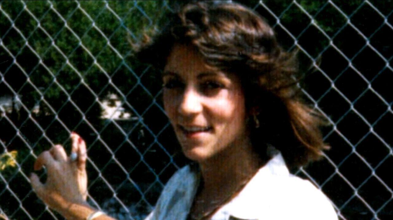 Im Verhör mit der Polizei gibt Deidre Hunt zu, einen als Auftragskiller auf Lisa Fotopoulos (Foto), der Frau ihres Geliebten, angesetzt zu haben. Do... - Bildquelle: Licensed by Universal Studios International B. V.