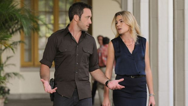 Hawaii Five-0 - Kann Ellie Clayton (Mirrah Foulkes, r.) Steve (Alex O'Loughli...