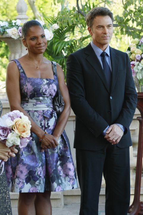 Bizzy und Susan geben sich das Ja-Wort. Pete (Tim Daly, r.), Naomi (Audra McDonald, l.) nehmen an der Zeremonie teil ... - Bildquelle: ABC Studios