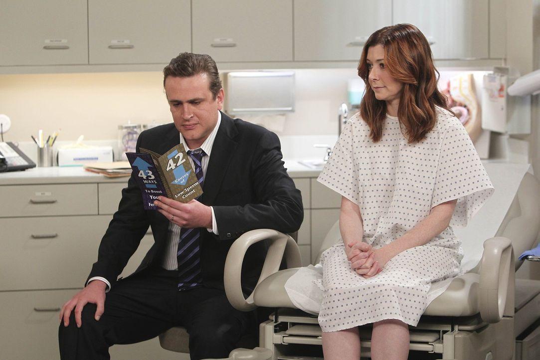 Als Lily (Alyson Hannigan, r.) und Marshall (Jason Segel, l.) eine Spezialisten aufsuchen, da Lily immer noch nicht schwanger ist, erleben sie eine... - Bildquelle: 20th Century Fox International Television
