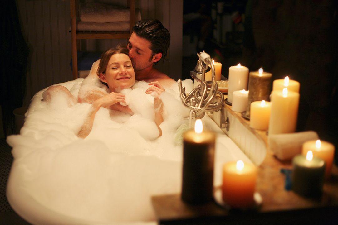 Genießen ihre neu aufgenommene Beziehung: Meredith (Ellen Pompeo, l.) und Derek (Patrick Dempsey, r.) ... - Bildquelle: Touchstone Television