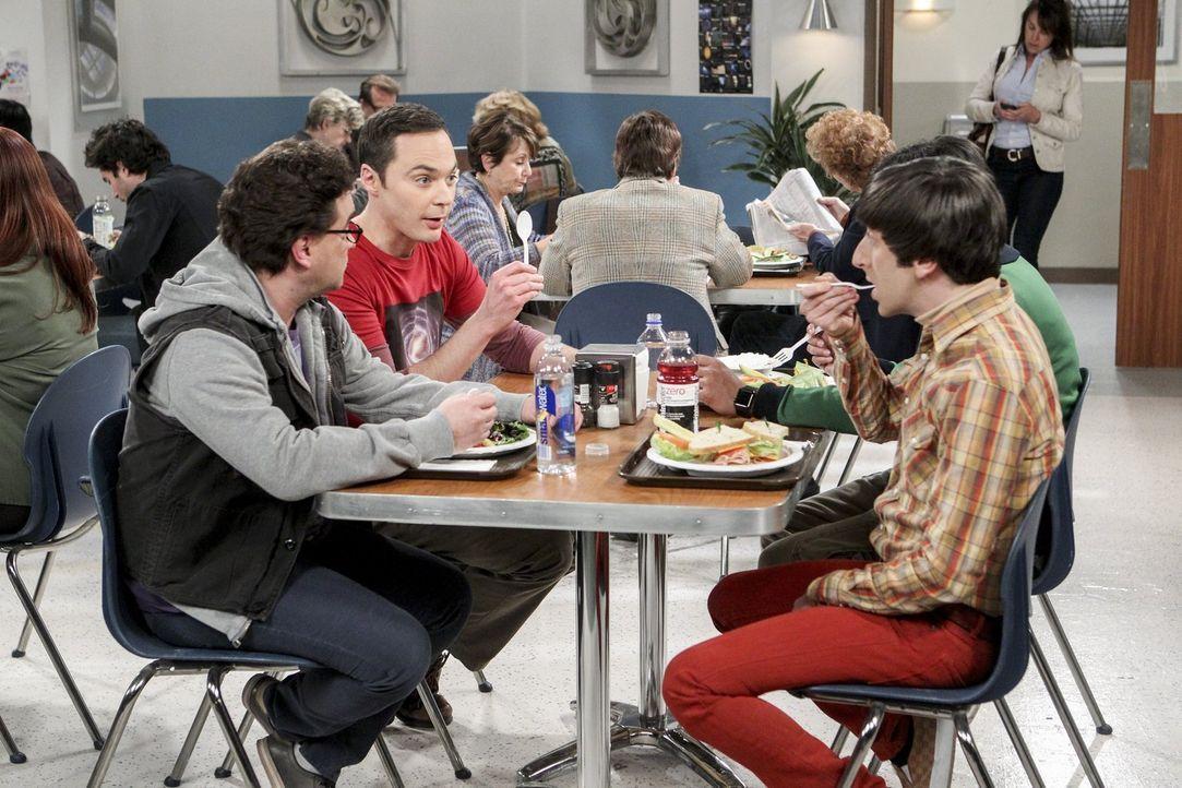 Beim Mittagessen tauschen Sheldon (Jim Parsons, hinten r.), Leonard (Johnny Galecki, vorne l.), Howard (Simon Helberg, vorne r.) und Raj (Kunal Nayy... - Bildquelle: 2016 Warner Brothers