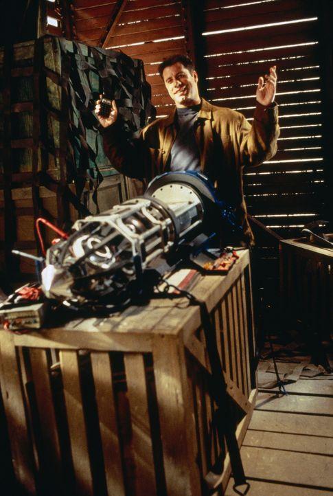 Deakins (John Travolta) kommt wegen der Macht seiner atomaren Waffe ins Schwärmen ... - Bildquelle: 1996 Twentieth Century Fox Film Corporation.  All rights reserved.