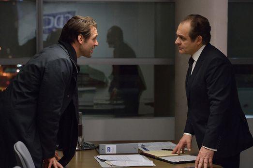 The Strain - Eph (Corey Stoll, l.) versucht Everett (Daniel Kash, r.) davon z...