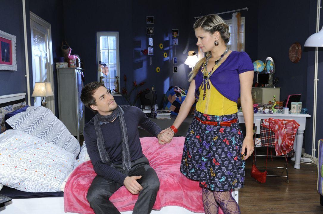 Lars (Alexander Klaws, l.) versucht Mia (Josephine Schmidt, r.) etwas aufzuheitern, nachdem Jojo seine Haft angetreten hat ... - Bildquelle: SAT.1