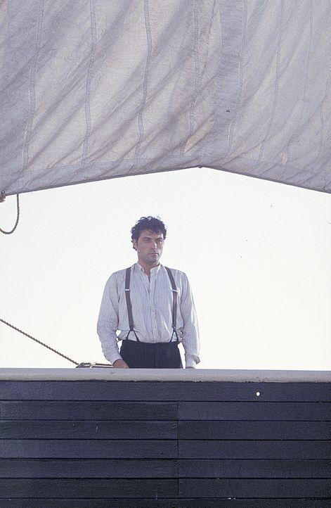 Um richtig Geld zu scheffeln und berühmt zu werden, schifft sich Angus (Rufus Sewell) nach Amerika ein. Doch die Überfahrt mit der Meerjungfrau an... - Bildquelle: 2004 Sony Pictures Television International. All Rights Reserved.