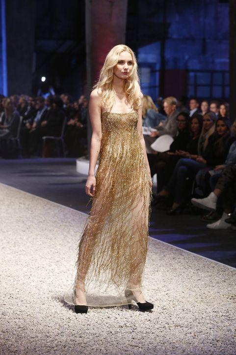 GNTM-Stf10-Epi03-Fashionshow-61-ProSieben-Richard-Huebner - Bildquelle: ProSieben/Richard Huebner