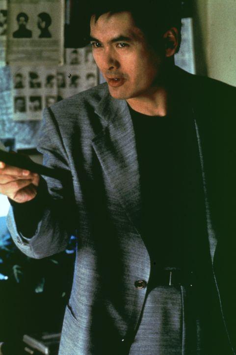 Während sich in Chinatown die Gangs gegenseitig abmetzeln, trägt Cop Nick (Yun Fat Chow) einen Privatkampf mit seinem jungen Kollegen aus ... - Bildquelle: Kinowelt Filmverleih GmbH