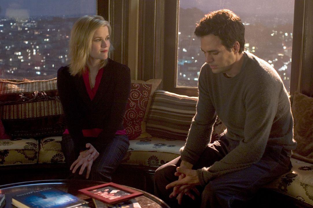 Nach einem Autounfall landet Elizabeth Masterson (Reese Witherspoon, l.) im Koma, doch ihr Geist ist noch aktiv und sie kehrt in ihre alte Wohnung z... - Bildquelle: Telepool GmbH
