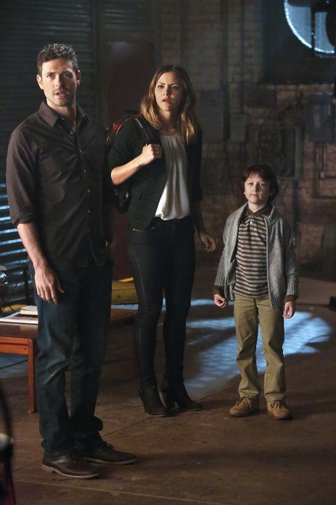 Werde sie wieder eine kleine glückliche Familie? Drew (Brendan Hines, l.), Paige (Katharine McPhee, M.) und Ralph (Riley B. Smith, r.) ... - Bildquelle: Robert Voets 2014 CBS Broadcasting, Inc. All Rights Reserved