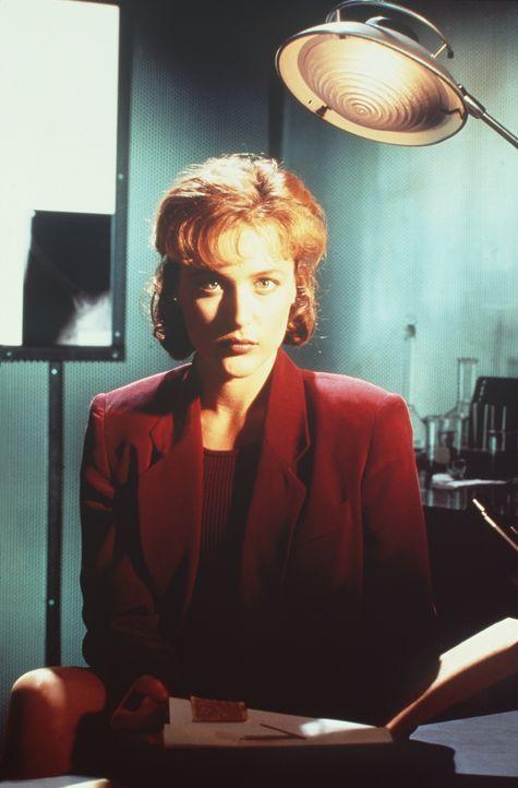 (1. Staffel) - FBI-Agentin Dana Scully (Gillian Anderson) gerät mehr und mehr in den Sog von Vorgängen, die auf natürliche Weise nicht zu erklären s... - Bildquelle: TM +   Twentieth Century Fox Film Corporation. All Rights Reserved.