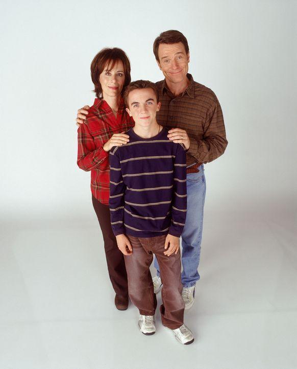 (6. Staffel) - Malcolm (Frankie Muniz, M.) bringt seine Eltern Hal (Bryan Cranston, r.) und Lois (Jane Kaczmarek, l.) regelmäßig zur Weißglut ... - Bildquelle: TM +   2000 Twentieth Century Fox Film Corporation. All Rights Reserved.