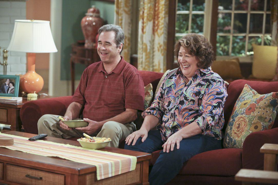 Tom (Beau Bridges, l.) und Carol (Margo Martindale, r.) sind sich bei ihrer Scheidung einig, haben jedoch Zweifel beim letzten Schritt. Ihr zögern l... - Bildquelle: 2014 CBS Broadcasting, Inc. All Rights Reserved.