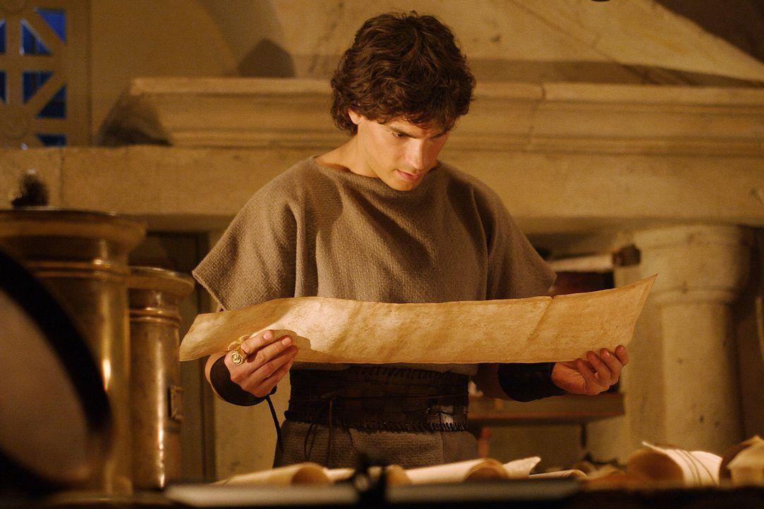 Nach der Giftattacke will Octavius (Santiago Cabrera) zunächst nichts mehr davon wissen, dass er Caesar Erbe ist. Doch dann entdeckt am Hals des Le... - Bildquelle: Hallmark Entertainment