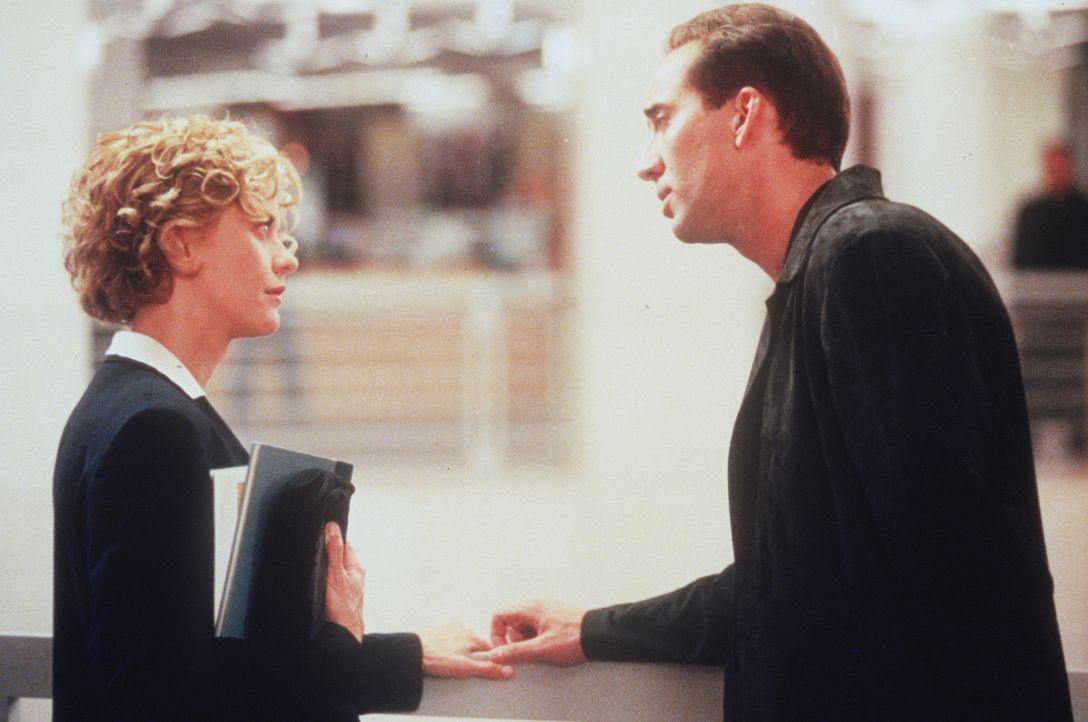 Immer häufiger offenbart sich Seth (Nicolas Cage, r.) der liebenswerten Maggie (Meg Ryan, l.) ... - Bildquelle: Warner Bros.