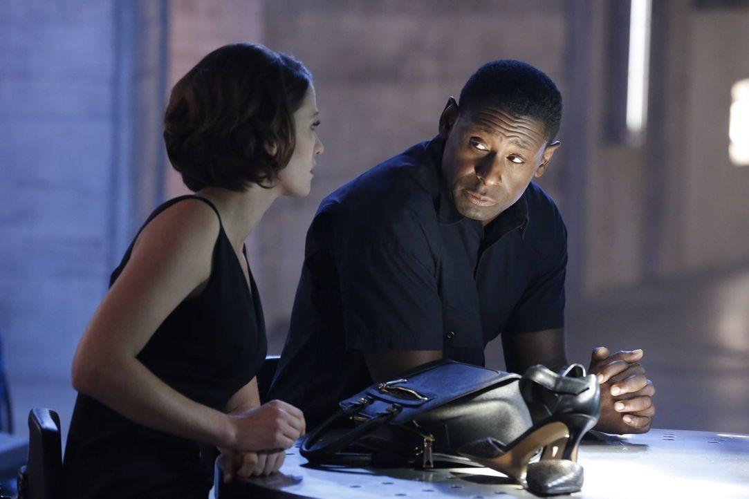 Kann Alex (Chyler Leigh, l.) Hank (David Harewood, r.) überzeugen, seine Superkräfte einzusetzen, um die geheimen Plänen von Maxwell Lord zu entlarv... - Bildquelle: 2015 Warner Bros. Entertainment, Inc.