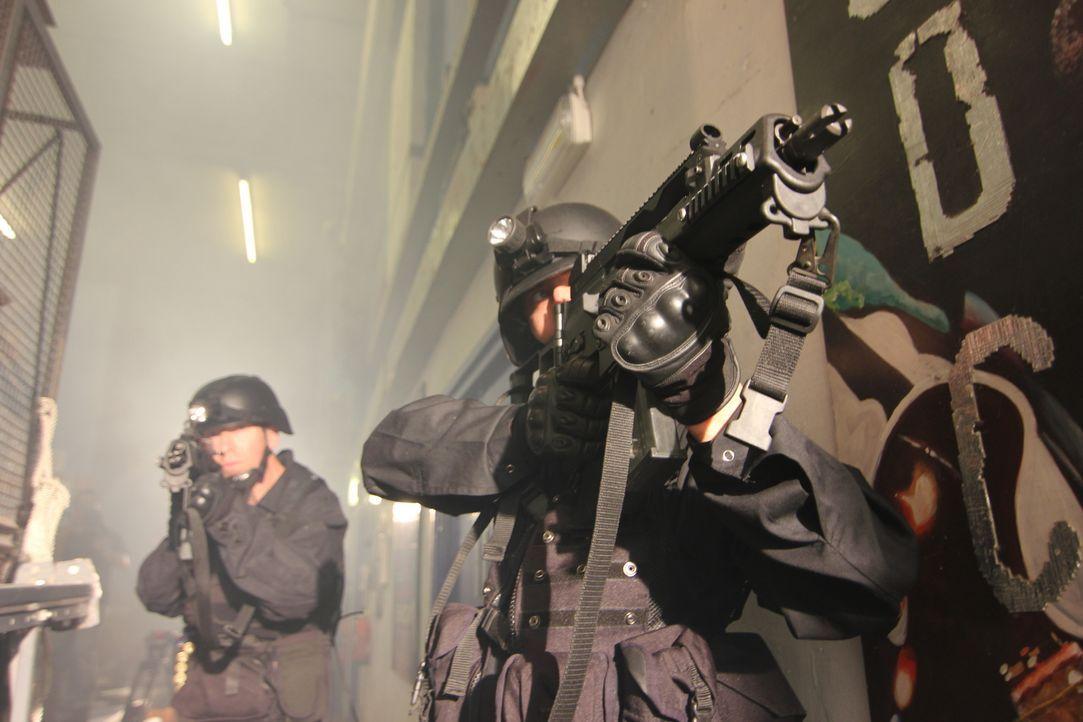 Der Tod Hunderter Menschen scheint unvermeidbar. Ein letzter Versuch: Die russische Spezial-Einheit soll eine geheime Technologie anwenden, die nie... - Bildquelle: MMXII World Media Rights Limited