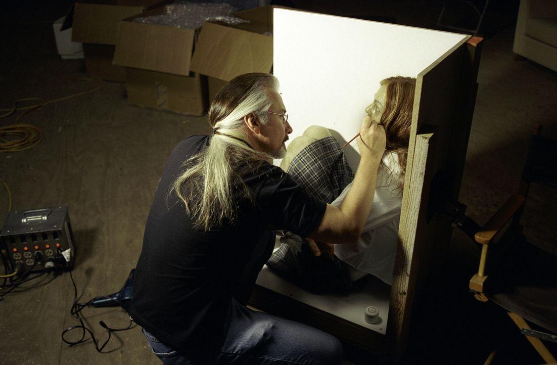 Vorbereitungen: der mehrfache Oscar-Preisträger Visagist Rick Baker ... - Bildquelle: Merrick Morton TM &   2002 Dreamworks LLC. All Rights Reserved