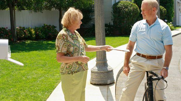 Als Dave (Neal McDonough, r.) erfährt, dass Karen McCluskey (Kathryn Joosten,...