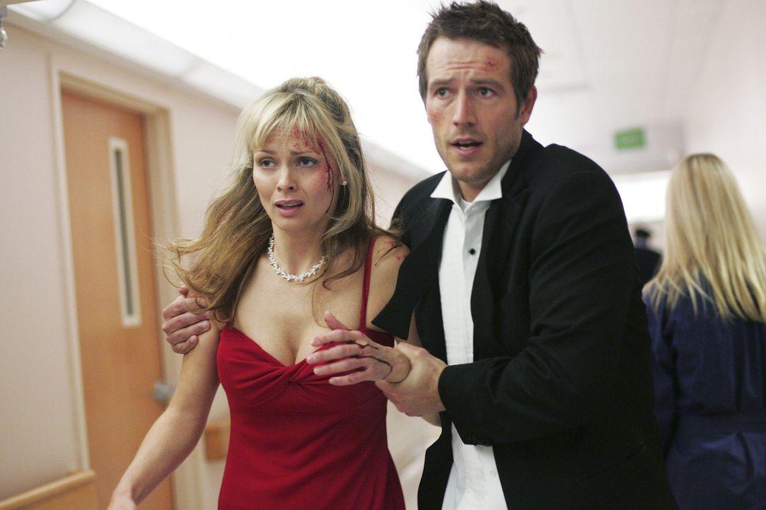 Was haben Sabina (Izabella Scorupco, l.) und Vaughn (Michael Vartan, r.) vor? - Bildquelle: Touchstone Television