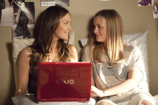 The Roommate - Die junge Studentin Sara (Minka Kelly, l.) ist überglücklich,...