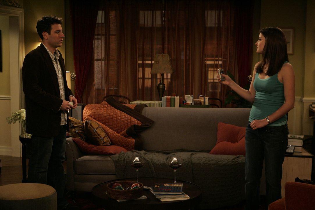 Weil er von Victoria keinen Anruf erhält, entschließt sich Ted (Josh Radnor, l.), Robin (Cobie Smulders, r.) einen Besuch abzustatten ... - Bildquelle: 20th Century Fox International Television
