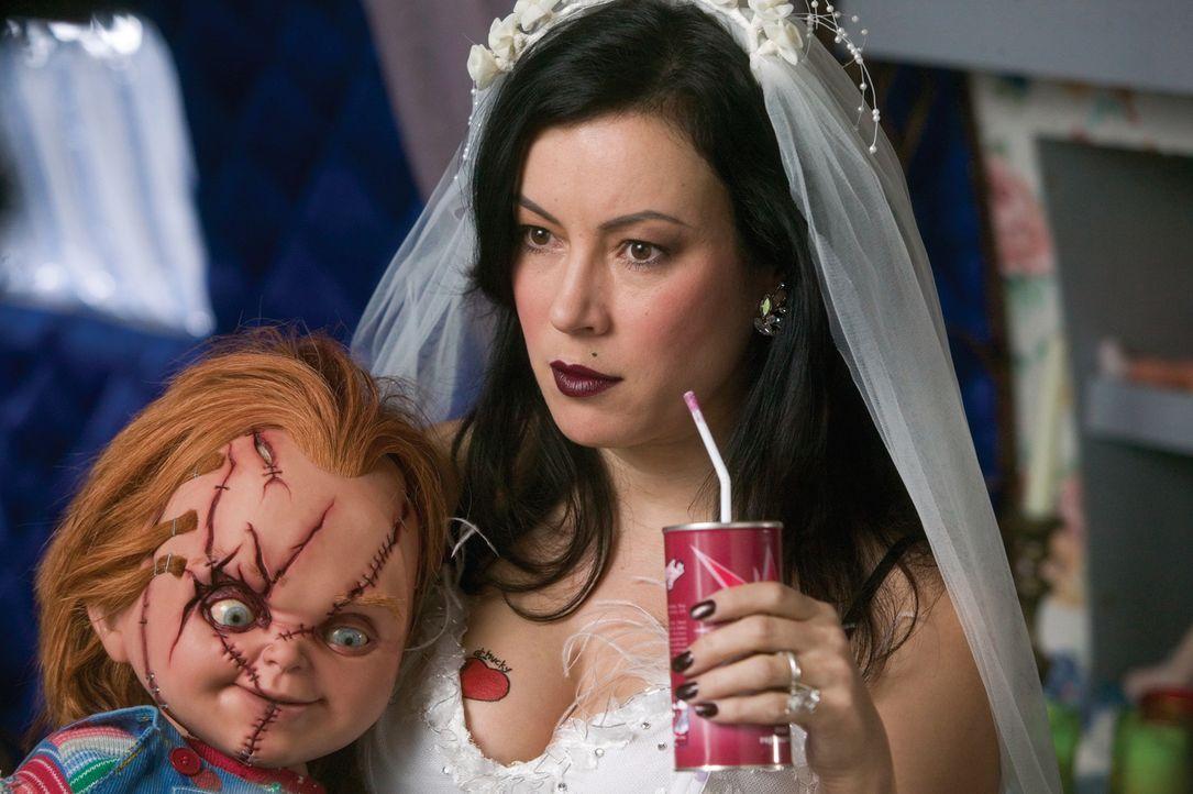 Mörderpuppenpärchen Chucky, l. und Tiffany haben endlich die Körper gefunden, in denen sie fortan leben wollen: Jennifer Tilly, r. und Redman ... - Bildquelle: Constantin Film