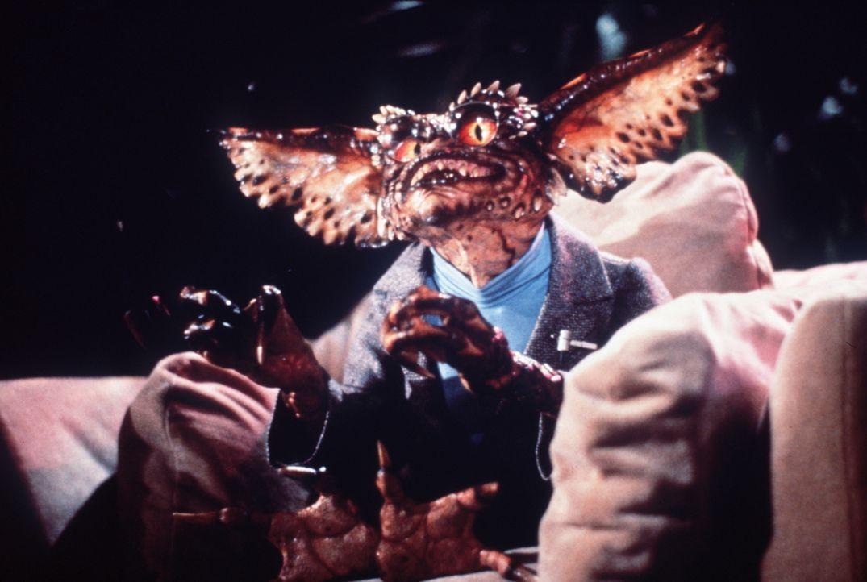 Als Fernsehprogrammkritiker machen die Gremlins gar keine schlechte Figur - der widerliche, kleine Gremlin findet das Programm abstoßend, dennoch is... - Bildquelle: Warner Bros.
