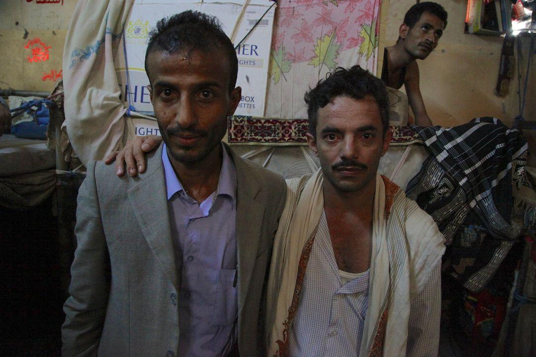 Anwalt Hafedh Ibrihim (l.) versucht, seinem Klienten und Freund Bassim (r.) zu helfen, der in Jemen auf ihre Todesstrafe wartet. Er selbst weiß ganz... - Bildquelle: Quicksilver Media 2012