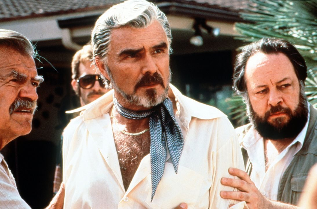Nach und nach verliert Produzent und Regisseur Jack Horner (Burt Reynolds, M.) die Kontrolle über seine Crew ... - Bildquelle: New Line Cinema