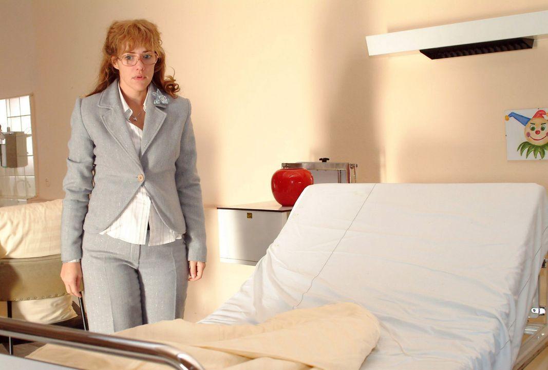 Lisa (Alexandra Neldel) ist entsetzt, als sie sieht, dass Yvonnes Bett leer ist. (Dieses Foto von Alexandra Neldel darf nur in Zusammenhang mit der... - Bildquelle: Noreen Flynn Sat.1