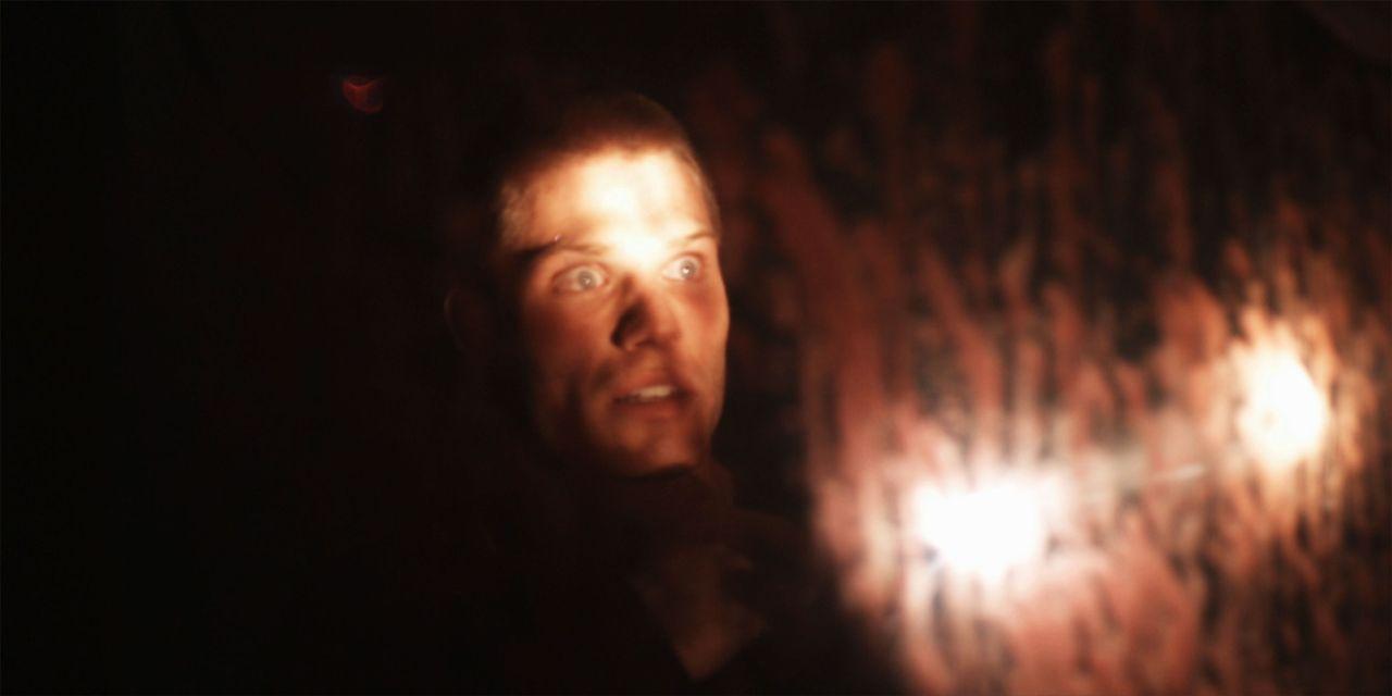 Als Sam (Chris Carmack) seine Vergangenheit ändern möchte, erweckt er einen Killer zum Leben, der alle tötet, die mit ihm in Verbindung stehen ... - Bildquelle: Flashback Films, LLC