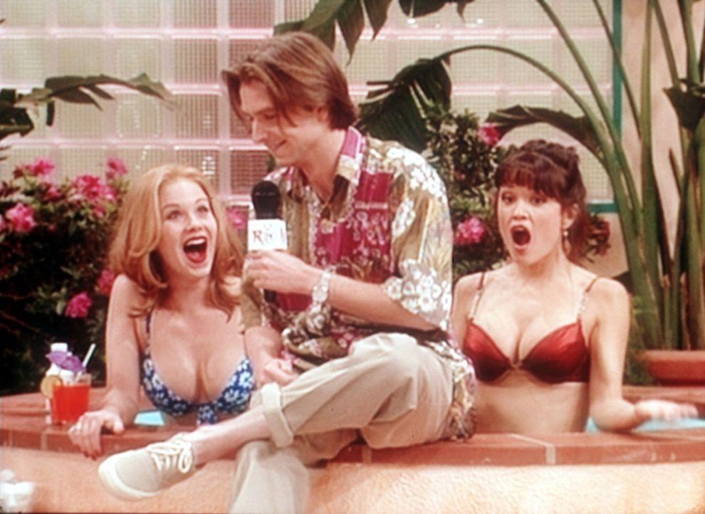 Blondinen bevorzugt: Kelly (Christina Applegate, l.) wird für den Schönheitswettbewerb auserkoren. - Bildquelle: Sony Pictures Television International. All Rights Reserved.