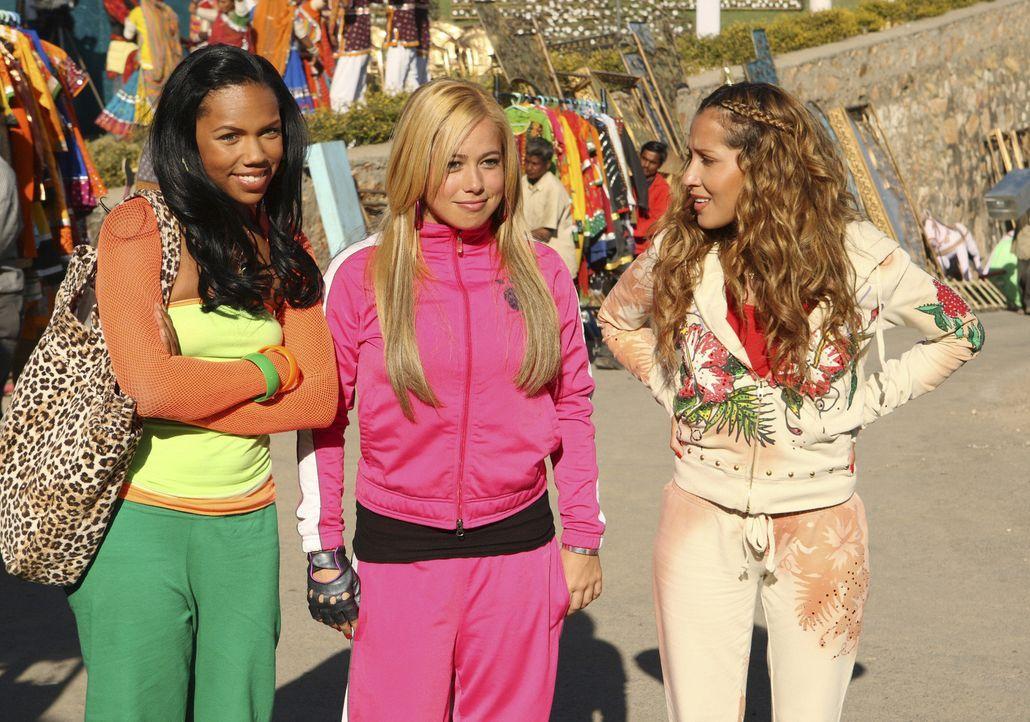 Die Girls sind begeistert von den Filmstudios: Aqua (Kiely Williams, l.), Dorinda (Sabrina Bryan, M.) und Chanel (Adrienne Bailon, r.) ... - Bildquelle: Disney - ABC - ESPN Television