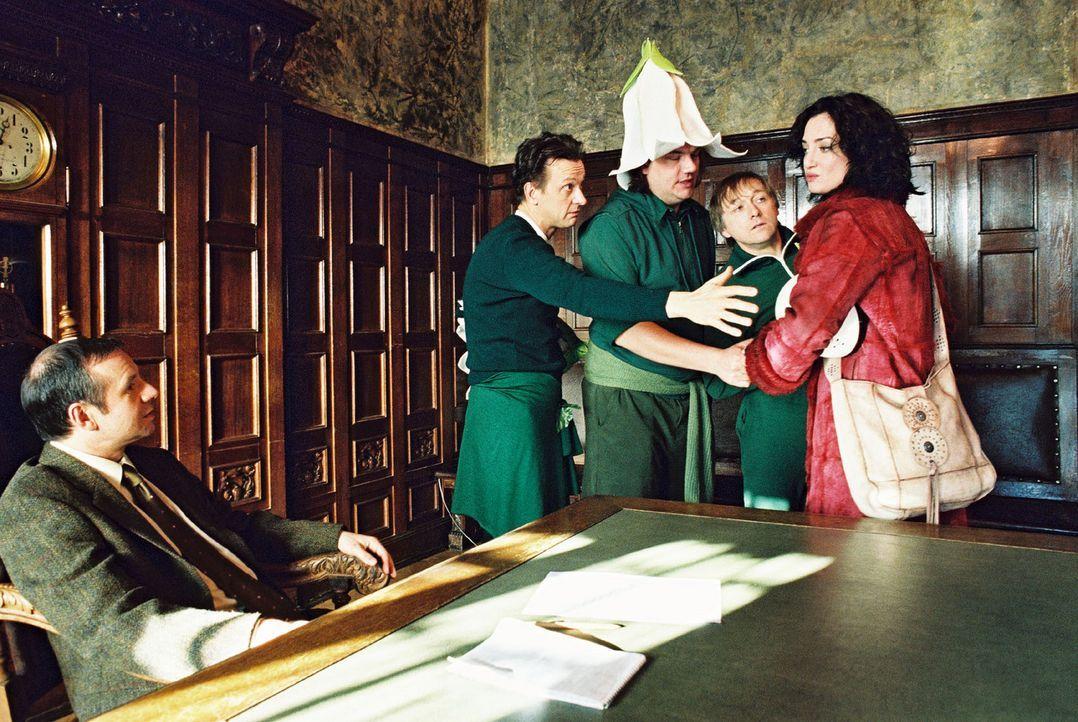 Marie (Natalia Wörner, r.) kann jetzt auf die Vorbereitungen zu dem Frühlingsfest keine Rücksicht nehmen. Ihre Tochter Lena ist nach drei Monaten wi... - Bildquelle: Gordon Mühle Sat.1