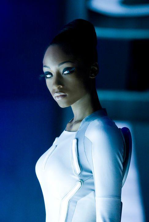 Ihre Aufgabe ist klar: Mit ihren Kolleginnen muss Sirene 3 (Yaya Alafia) das neue Programm für den Kampf rüsten. Aber was, wenn es gar kein Programm... - Bildquelle: Disney Enterprises, Inc.  All rights reserved