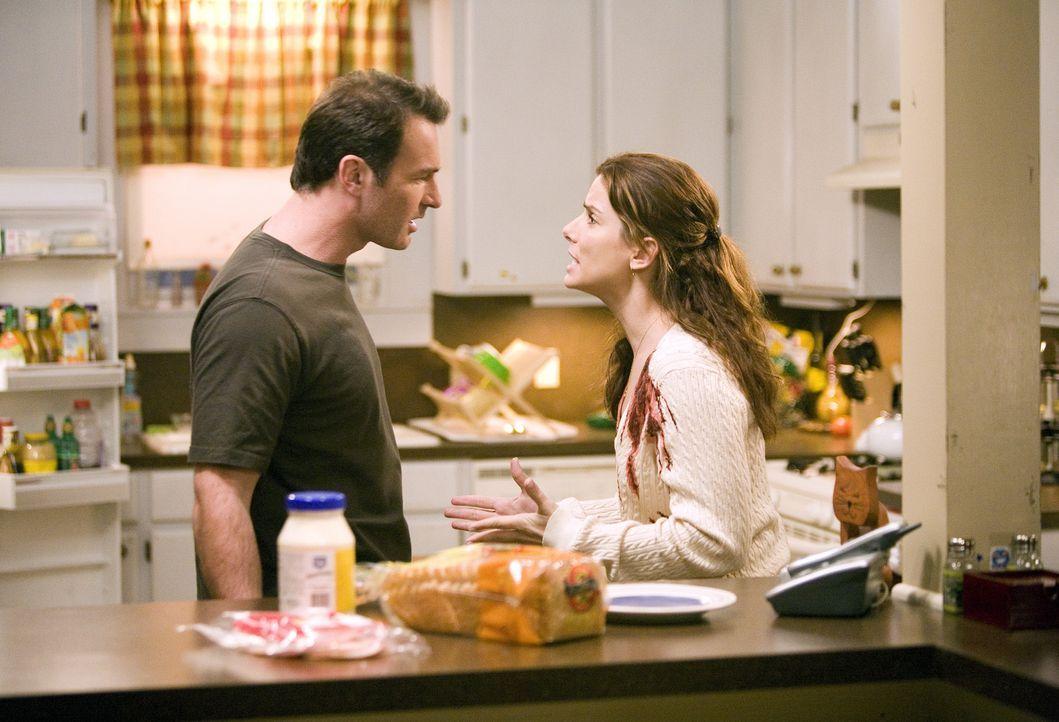 """In dem wechselvollen Zustand zwischen """"Jim ist tot"""" und """"Jim lebt"""" sieht Linda (Sandra Bullock, r.) in ihren Visionen, wie sehr Jim (Julian McMahon,... - Bildquelle: KINOWELT FILMVERLEIH GMBH"""